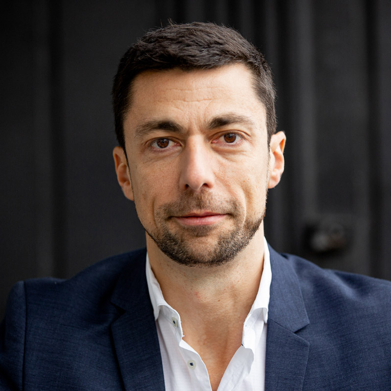 Davide Conti, coach.